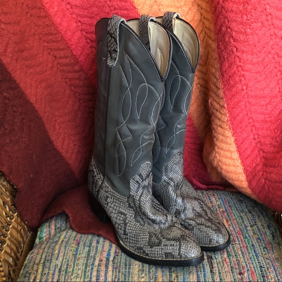 86937667f6d EUC - Vegan Leather Gray Python/ Snake Cowboy